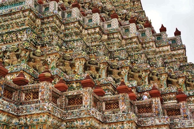 Amazing Porcelain Tiles On Wat Arun