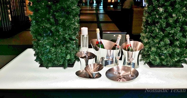 A Champagne Set