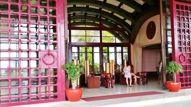 Centara Entrance